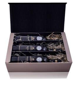 Elegantné darčekové balenie zlatej farby obsahujúce 3 biele suché vína ocenených na medzinárodných súťažiach - vinárstvo Vinkor Malé Karpaty